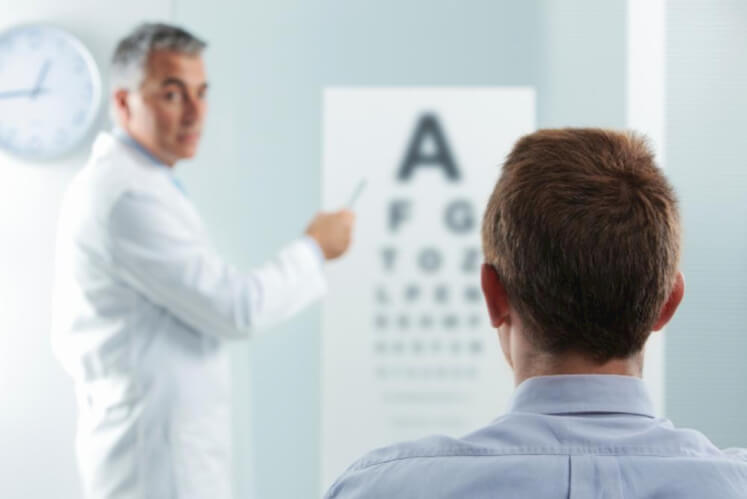 Do You Know The Benefits and Risks of LASIK Eye Surgery?