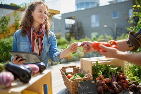 A Registered Dietician Weighs in on What You Need to Buy Organic